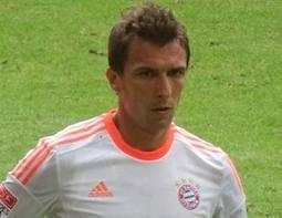 Mario Mandzukic celebrates scoring Bayern Munich's winner against Frankfurt on Saturday